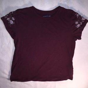 Abercrombie maroon embroidered tee